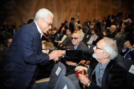 Paulinho da Viola e Paulo José na cerimônia na Sala Cecília Meireles em comemoração aos 50 anos do Museu da Imagem e do Som (MIS) (Fernando Frazão/Agência Brasil)