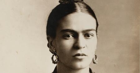 frida-kahlo-em-foto-tirada-pelo-seu-pai-guillermo-kahlo-em-1926-a-foto-faz-parte-da-exposicao-que-chega-em-julho-no-museu-oscar-niemeyer-em-curitiba-1394658426940_956x500