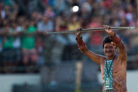 Palmas(TO) - Arqueiro da etnia Karajá Xambioá, que venceu a disputa do arco e flecha. ( Marcelo Camargo/Agência Brasil)
