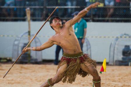 Palmas (TO) - Atleta Pataxó vence a prova de lançamento de lança nos Jogos Mundiais dos Povos Indígenas, em Palmas ( Marcelo Camargo/Agência Brasil)