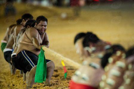 Palmas(TO) - Atletas da etnia Bakairi disputam a final do cabo de força contra os Bororo Boé. (Marcelo Camargo/Agência Brasil)